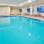  Holiday Inn Express &amp; Suites Bradley Swimming Pool