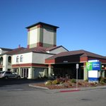 Welcome to the Holiday Inn Express Fortuna