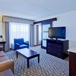  King Bed Suite, Free Wireless Internet, Wet Bar, Soaking Tub