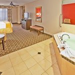Holiday Inn Express &amp; Suites Clinton
