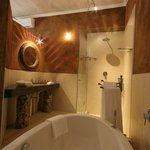  Bathroom, Luxury Suite 4