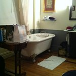 Bath, desk & washbasin