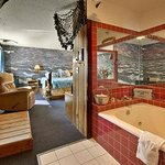  Captains Quarters Jacuzzi Suite