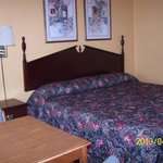 Scottish Inns Troy AL King bed