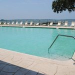  Lakefront Pool