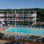  Surfside Hotel &amp; Suites Exterior