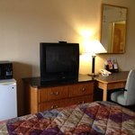 Red Carpet Inn  Pakersburg WV Room amenities