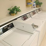  Candlewood Suites Hotel Dallas Galleria Guest Laundry