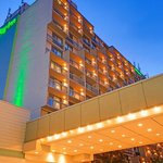  Holiday Inn Toronto Yorkdale is Located at Dufferin and the HWY401