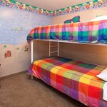 Holiday Inn Osoyoos 2 BDRM Suite 1 Queen 1 Bunkbed Kidsuite View