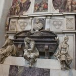  Michelangelo&#39;s Tomb at Santa Croce Church