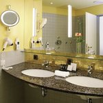  Crowne Plaza Hannover: Guest Bathroom, Design Variation