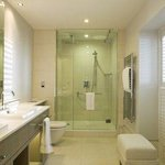  Feature Deluxe Bathroom