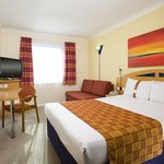  A modern, air conditioned guestroom at our Luton Airport hotel
