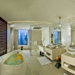  Bathroom Royal Suite