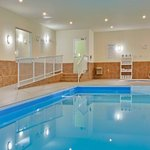  Holiday Inn Express &amp; Suites Swift Current Swimming Pool