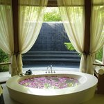 Anantara Spa Bathtub