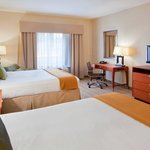 Holiday Inn Express Hotel &amp; Suites Westfield