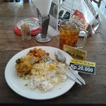  Nasi + ayam betutu + sambal goreng kentang = Rp.20.000 --- Es teh manis = Rp.4000