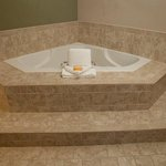 Jacuzzi Suite: Whirlpool Hot Tub