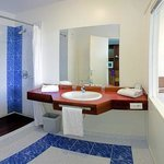 Le Pacifique Bathroom