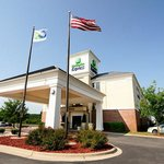 ‪Holiday Inn Express Delafield‬