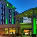  Welcome to the Holiday Inn Winnipeg Airport Polo Park