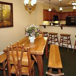  Summit Manor Condominiums Dining