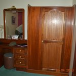  Dressing Table &amp; Closet