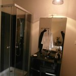  coin toilette (salle de bain) dans la chambre! trs apprciable!