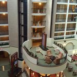 Foto van Embassy Suites Hotel Dallas - Park Central Area