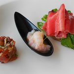  Tuna carpacchio, fresh marinated shrimps