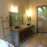  garden villa bathroom