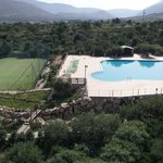 La piscina e il campetto multifunzionale