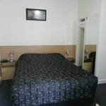 Queen bed in cosy clean unit with tea/coffee making Facilities