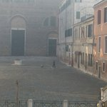  la piazzetta antistante
