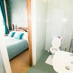 Room 2 En-suite Bathroom