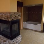 Fireplace & Jacuzzi tub