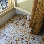  Fantastic floor tiles and gorgeous golden drapes