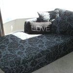  luxury double en-suite. Chaise lounge in the bay over looking st Johns park