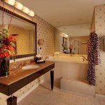  Luxury King Bathroom