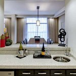  Suite Wet Bar and Dining 