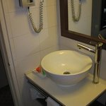 Room 314 bath & amenities