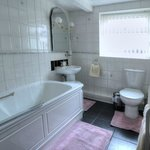 Barford House Garden Apartment bathroom