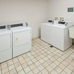  CountryInn&amp;Suites Springfield  Laundry