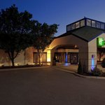  Holiday Inn Express and Suites Pittsburgh Airport