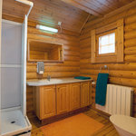 Medium cabin bathroom