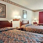 Photo de Americas Best Value Inn - Valdosta / Lake Park