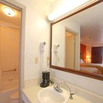  2 Beds Guest Bathroom