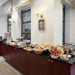 Holiday Inn Brussels-Schuman Breakfast buffet
